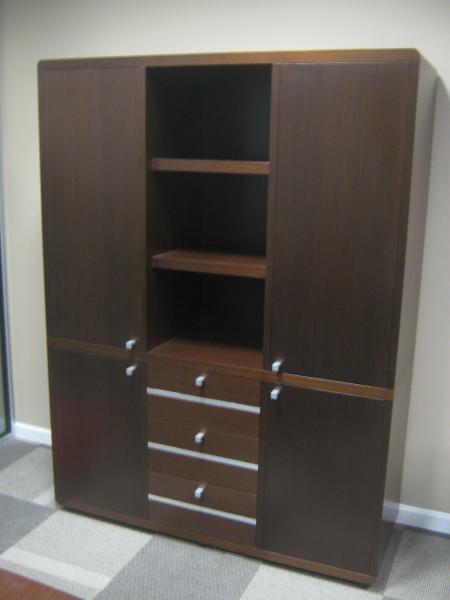 Muebles gerenciales enchapados en wengue catlogo de for Muebles de oficina wengue